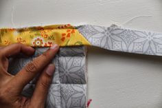Learn how to make pot holders with this simple beginner friendly step by step tutorial. Perfect as gifts this holiday season or to accessorize your own kitchen. Sewing Ideas, Sewing Projects, Sewing Patterns, Back Pieces, All The Way Down, Hot Pads, Easy Peasy, Little Gifts