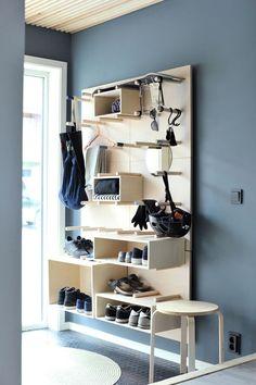 På jakt etter nye løsninger for smart oppbevarin. Plywood Furniture, Diy Furniture, Furniture Design, Muebles Home, Hallway Inspiration, Hallway Ideas, Small Hallways, Smart Storage, Home Organization
