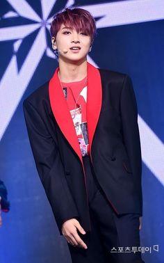 Why is cherry bomb era is the best for haechan? Nct U Members, Nct Dream Members, Sm Rookies, China, Winwin, Korean Beauty, Taeyong, Jaehyun, Nct 127