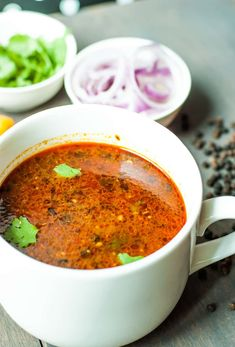 It is quite good during rainy season! Tasty and Black pepper spicy food! Indian Chicken Soup Recipe, Clear Chicken Soup Recipe, Spicy Chicken Soup, Spicy Soup, Chicken Soup Recipes, Healthy Soup Recipes, Spicy Recipes, Indian Food Recipes, Cooking Recipes