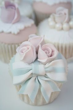 Pastel cupcakes. Cutest things ever!