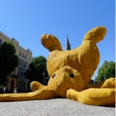 Remember Florentijn Hofman's Fat Monkey sculpture made of flip flops? Well, the Rotterdam-based artist is at it again with his newest large-scale sculpture: an adorable, 13 meter high yellow rabbit in Örebro, Sweden. Giant Bunny, Big Bunny, Bunny Art, Giant Rabbit, Silly Rabbit, Rabbit Art, Rabbit Hole, Rabbit Sculpture, Lion Sculpture