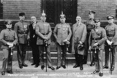 Hitler word gekroond als rijkskanselier op 30 januari 1933. Hij greep zijn kans doordat Duitsland alweer in een economische crisis kwam door de beurscrash van New York.