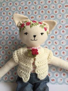 Bambola gattina con ricamo di BamboleCo su Etsy