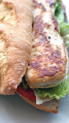 Disfruta de nuestra amplia oferta de bocadillos fríos y calientes, perritos (hot dogs) y hamburguesas. http://www.maremondo.es/