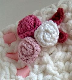 Crocheted Rosettes And Leaves Applique freebie, thanks so xox ☆ ★  https://www.pinterest.com/peacefuldoves/