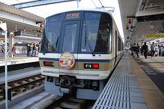 朧げに想像していた、古都の玄関の駅。列車が着いたのは、旅人のそんな想像を遥かに超えた真新しく機能的な駅だった。2010/5 奈良駅 JR奈良線(JR関西本線)2627Mみやこ路快速奈良行終着(221系)© 2010 風旅記(M.M.) 風旅記以外への転載はできません...