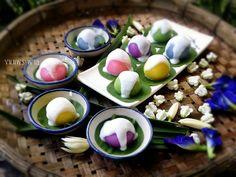 ขนมพระพาย เป็นขนมไทยโบราณที่นิยมใช้ในงานแต่งงาน #thaidessert Thai Dessert, Dessert Drinks, Dessert Recipes, Thai Recipes, Asian Recipes, Sweet Recipes, Ice Cream Cookies, Ice Cream Desserts, Natural Food Coloring