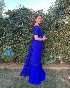 Exclusive Bollywood Inspired Alia Bhatt in Ocean Blue Colored Georgette Ruffle Lace Saree With Beautiful Embroidered Georgette Blouse. Look Beautiful by wearing this Stylist Designer Saree. Dress Indian Style, Indian Dresses, Indian Wear, Pakistani Dresses, Indian Attire, Indian Wedding Outfits, Indian Outfits, Indian Clothes, Alia Bhatt Lehenga