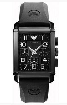 Montre EMPORIO ARMANI homme, bracelet en caoutchouc noir et cadran rectangulaire, modèle à la fois chic et sportif.