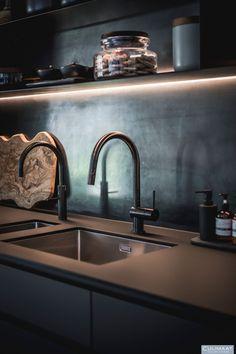 Minimalistische villa Bosch en duin - Culimaat - High End Kitchens Kitchen Room Design, Modern Kitchen Design, Kitchen Interior, Latest Kitchen Designs, High End Kitchens, Bosch, Countertops, Home And Garden, Luxury