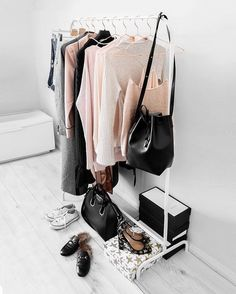 Did you know the Rosegold hangers are our best sellers? They add a chic and elegant touch to any closet! Click the link in our bio to get yours now!#closetspice