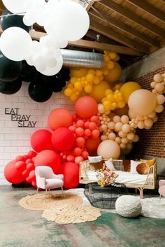 This Conference for Modern Female Leaders Had the Best Tips, Here Are Our Faves - corporate event decoration Balloon Arch, Balloon Garland, Balloon Decorations, Birthday Decorations, Hanging Balloons, Decoration Evenementielle, Wedding Decoration, Corporate Event Design, Balloon Installation