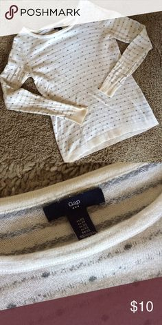 GAP White and Grey Crewneck Sweater In good used condition! Perfect for fall! GAP Sweaters Crew & Scoop Necks