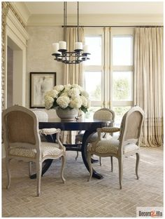 PRACTICAL TIPS FOR A COMFORTABLE DINING ROOM. Like the cream and black