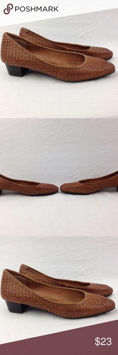 Lauren Ralph Lauren Brown Leather Shoes Lauren Ralph Lauren Brown Leather Weave Low Heel Pumps Women 8.5 Shoes. Very good condition and very comfy. Lauren Ralph Lauren Shoes Heels