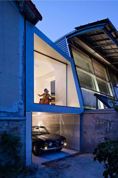 The project is the extension and refurbishment of a detached house from the 1920's in Chaville (Paris Western suburb).The extension is a concrete volume inse...