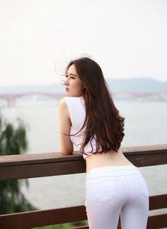 Superenge Jeans, Sexy Jeans, Skinny Jeans, Skinny Girl Body, Looks Pinterest, Asian Lingerie, Stylish Girl Pic, Korean Fashion Trends, Beautiful Asian Women