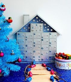 How I decorated my Hobbycraft advent Calendar http://www.lazydaisyjones.com/2015/11/how-i-decorated-my-hobbycraft-advent.html