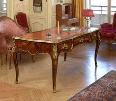 Bureau plat, attribué à Delorme, d'époque Louis XV | Vendu 35.000€ le 22 avril 2016 I Daguerre