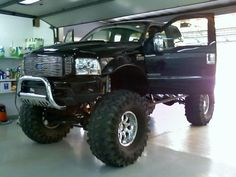 Now this is a hot truck!  It has meats on it!  No sissy rims and tires here!