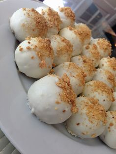 Pumpkin Cream Cheese Cake Balls Pumpkin cake min and cream cheese frosting easy peasy Pumpkin Recipes, Fall Recipes, Holiday Recipes, Yummy Recipes, Delicious Desserts, Dessert Recipes, Yummy Food, Dessert Dips, Pumpkin Cream Cheeses