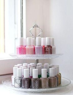 Appealing DIY (and a few others) Make Up Organizer - I .- Ansprechende DIY (und ein paar andere) Make Up Organizer – Ideen OK Your nail polishes are just boring on a shelf? How about this Etagère for storage? Make Up Organizer, Make Up Storage, Storage Organizers, Smart Storage, Diy Storage, Storage Room, Tool Storage, Cake Storage, Storage Trolley