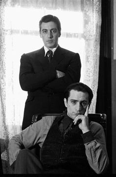 A gallery of The Godfather: Part II publicity stills and other photos. Featuring Al Pacino, Robert De Niro, Diane Keaton, Francis Ford Coppola and others. Movie Stars, Movie Tv, The Godfather Part Ii, Godfather Movie, Don Corleone, Classic Movies, Best Actor, Great Movies, Famous Faces