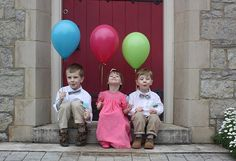 cute idea for a photo with cousins