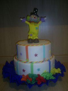 Como Fazer Bolo Fake em EVA!              Achei excelente este passo a passo de como fazer um bolo falso em E.V.A. publicado pela Gi Arteiri...