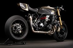 6 Appeal - LYS Motorcycles Honda CBX1000 | Return of the Cafe Racers Honda Motorcycles, Custom Motorcycles, Ducati, Honda Cbx, Bicycle Painting, Bike Shed, Running Gear, Electric Bicycle, Bicycle Design