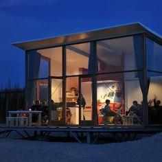Strandhuisje Groede bij avond