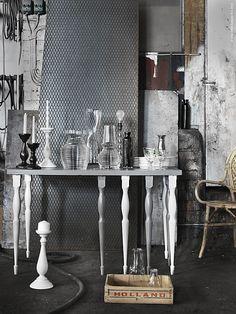 Bordsben som man kan köpa separat och kombinera med valfri bordskiva och designa sitt eget bord sätter fart på kreativiteten. Benen NIPEN i massivt trä är en välsvarvad nyhet och finns i grått, hallonrött och vitt. Blanda färger eller välj en, kombinera med en snygg bordskiva och vips har du ditt eget bord.