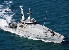 Armidale Class patrol boats were commissioned and built for the Royal Australian Navy to provide naval support for civilian authorities. Explorer Yacht, Royal Australian Navy, Fast Boats, Man Of War, Navy Military, Pontoon Boat, Navy Ships, Aircraft Carrier, Royal Navy
