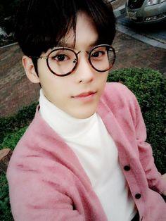Minhyuk ❤ Btob Lee Minhyuk, Lee Changsub, Yook Sungjae, Ulzzang, Bias Kpop, Music Composers, Cube Entertainment, Asian Actors, Man In Love