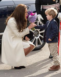 """""""Kate receives flowers from child who plays Master George on Downton Abbey"""