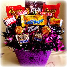 Search Results halloween candy bouquet Halloween Gift Baskets, Easy Halloween Crafts, Halloween Items, Halloween Design, Halloween Candy, Candy Boquets, Candy Bar Bouquet, Gift Bouquet, Dulces Halloween