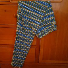 LuLaRoe TC Leggings. Blue arrows print. Unicorn! LuLaRoe TC Leggings. Blue arrows print. Unicorn! Never worn, washed, or tried on. Sky blue background with yellow and white arrows. Fabulous addition to wardrobe! LuLaRoe Pants Leggings