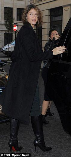Gemma Arterton show slender frame as she promotes Made In Dagenham   Daily Mail Online