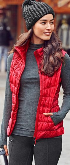 Downalicious Deluxe Vest - I would love a red vest Vest Outfits For Women, Casual Fall Outfits, Winter Fashion Outfits, Fall Winter Outfits, Look Fashion, Autumn Winter Fashion, Cute Outfits, Clothes For Women, Fashion Ideas