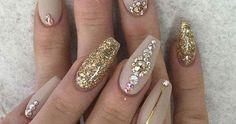 Vocês já ouviram falar nas jóias de unhas?As famosas pedrinhas que estão roubando o lugar das nail arts feitas com esmaltes e que tem prese...