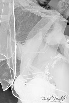 Boda Flor y Hugo - Nuestros Clientes Bodas Huatulco Beach Wedding Hair, Wedding Hairstyles, Abstract, Hair Styles, Artwork, Flower, Bridal Veils, Wedding Hair Styles, Beach Weddings