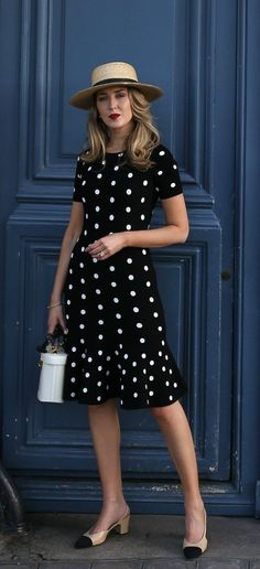 30 dresses in 30 days day dining al fresco // black and white polka dot Nyc Fashion, Fashion Over 50, Look Fashion, Womens Fashion, Spring Fashion, Ladies Fashion, Fashion Tips, Day Dresses, Casual Dresses