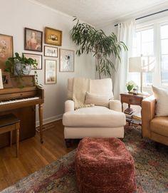 An Effortlessly Elegant Nashville Rental House - Diy Zuhause Living Room Interior, Home Living Room, Living Room Designs, Living Room Decor, Living Spaces, Piano Living Rooms, Piano Room, Interior Livingroom, Cheap Home Decor