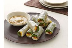 Chicken and Mango Spring Rolls Kraft Recipes, How To Cook Shrimp, How To Cook Chicken, Appetizer Dips, Appetizer Recipes, Most Delicious Recipe Ever, Delicious Recipes, Homemade Spring Rolls, Chicken Spring Rolls