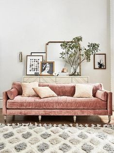 Pink couch and fluffy rug in the living room. Home decor and interior decorating ideas My Living Room, Home And Living, Living Room Decor, Living Spaces, Modern Living, Small Living, Modern Rugs, Modern Art, Luxury Living