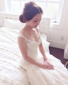 * * 来年は 前撮りのお仕事も @aedam.photo  さんでやらせて頂けるので楽しみです♡ @aedam.photo  さんの ドレスはもちろんですが色打掛けなどのお着物が本当に素敵なんです! ヘッドアクセサリーなどもいっぱいご用意してありますので花嫁さまがドキドキワクワクする事間違いありません♡ 是非! 前撮りをお考えの花嫁さまは @aedam.photo  までお問い合わせ下さい * * #マリhair #浜松市