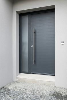 Modern and design, the Ecume door by Art & Fenêtres - - Modern Entrance Door, Main Entrance Door Design, Door Gate Design, Garage Door Design, Modern Front Door, House Front Door, Front Door Design, House Entrance, Modern Bungalow Exterior
