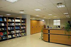 Entrada a la Biblioteca: Centro de Investigaciones Científicas Isla de la Cartuja Divider, Room, Furniture, Home Decor, Investigations, Organize, Islands, Entryway, Bedroom