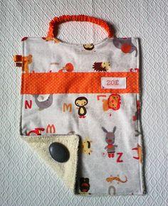 Serviette a élastique ,serviette élastiquée , personnalisable ,éponge et tissu représentant des animaux lion,lapin,éléphant,dans des tons taupes,gris,oranges ,sur : Ecole et loisirs par kate27